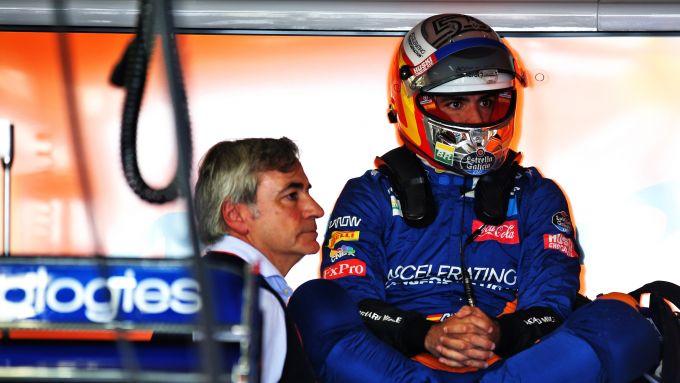 F1 Test Barcellona 2019: Carlos Sainz e Carlos Sainz Jr nel box McLaren