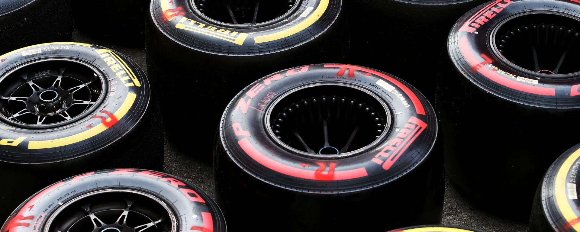 F1 Test Barcellona 2020: gomme Pirelli nel paddock del Circuit de Catalunya