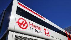Haas e Alfa Romeo Sauber: taglio stipendi e personale