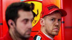 F1 Test Barcellona 2020: lo sguardo preoccupato di Sebastian Vettel (Ferrari)