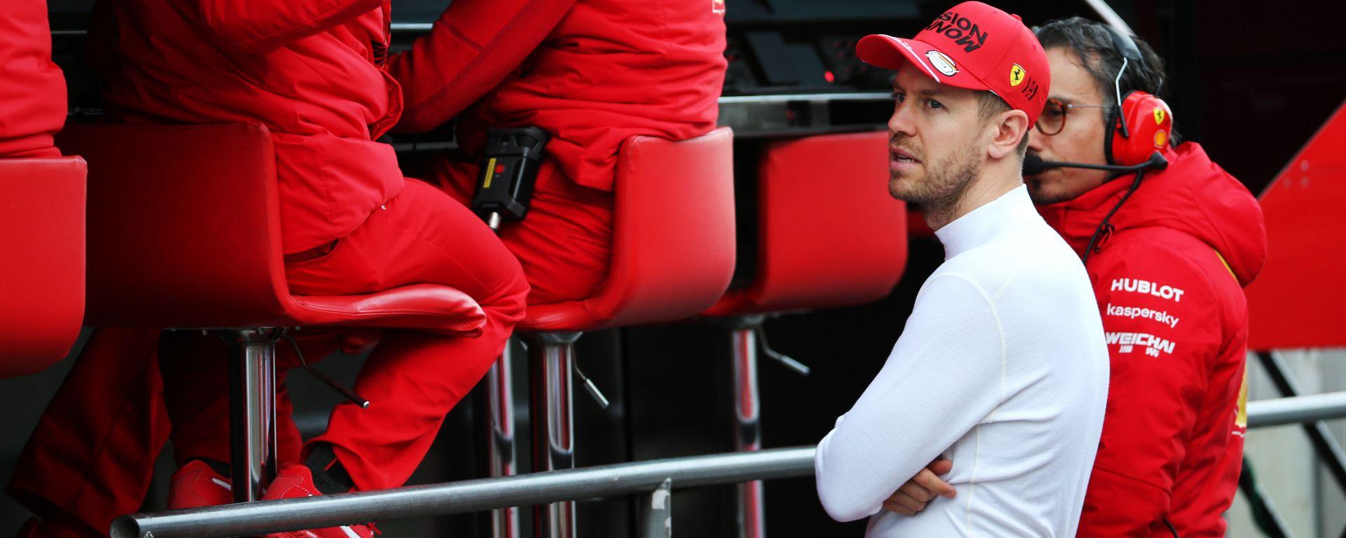 F1 Test Barcellona 2020: Sebastian Vettel al muretto Ferrari