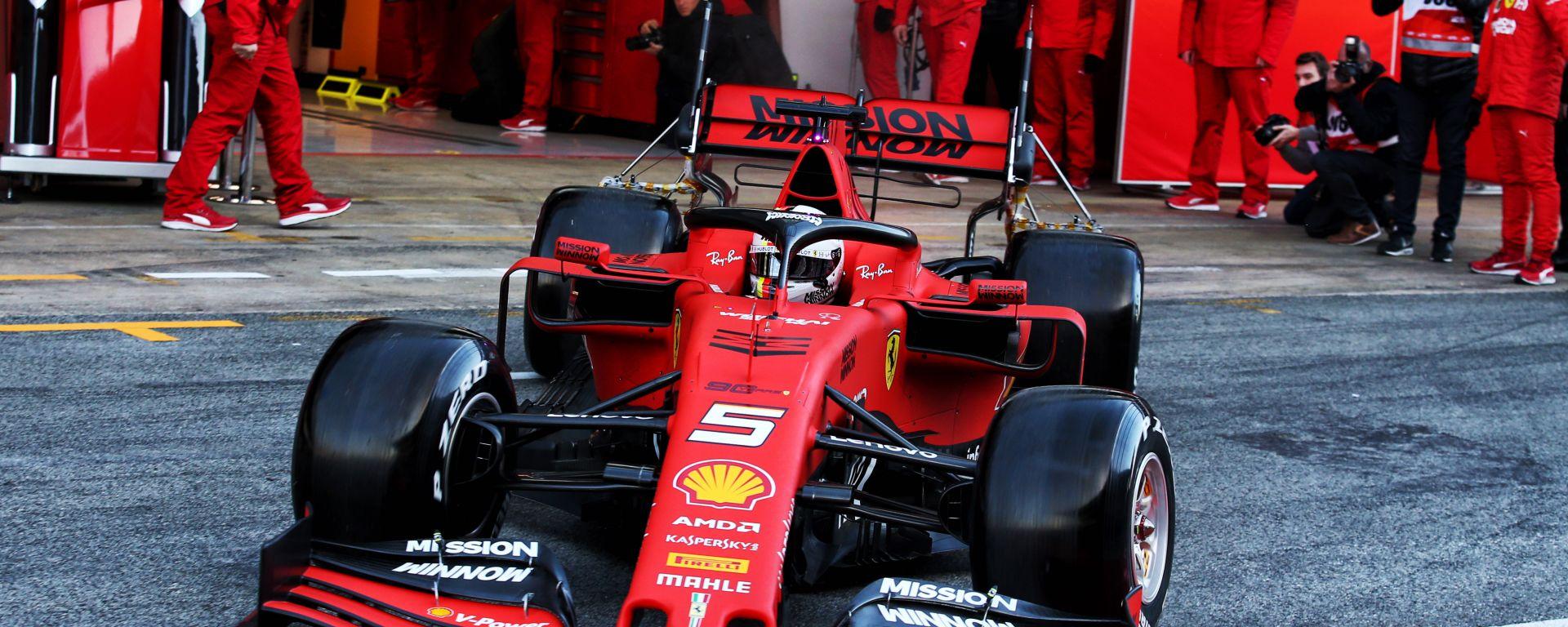F1, test invernali 2019: Sebastian Vettel esce dal box Ferrari