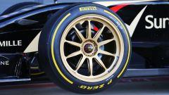 F1 Test Silverstone 2014, la Lotus nel primo shakedown con le Pirelli da 18 pollici