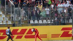 F1, Vettel (Ferrari) si dispera dopo l'incidente che lo ha privato della vittoria in Germania 2018