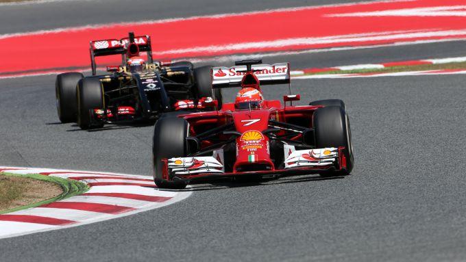 F1, winter test 2014: Kimi Raikkonen (Ferrari) e Pastor Maldonado (Lotus)