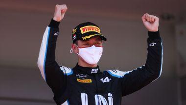 F2 GP Monaco 2021, Monte Carlo: Guanyu Zhou (Uni-Virtuosi) esulta sul podio