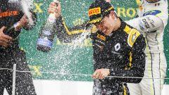 F2 Silverstone 2019, Aitken festeggia sul podio della Sprint Race