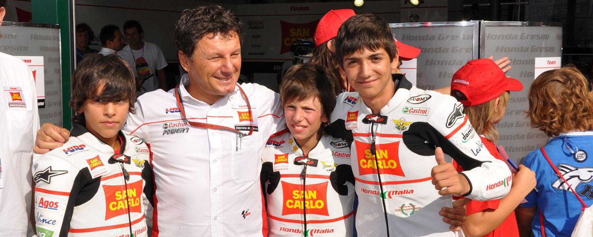 Fausto Gresini a fianco dei ragazzi dell'HIRP