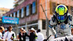Felipe Massa scende dalla sua auto dopo l'ePrix di Monaco