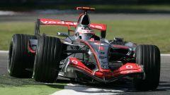 Fernando Alonso - al volante della Vodafone McLaren Mercedes MP4/22 (2007)