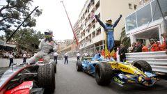 Fernando Alonso festeggia la vittoria nel Gran Premio di Monaco 2006