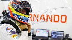 Fernando Alonso nel suo box