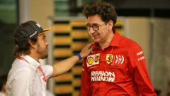 Fernando Alonso parla con Mattia Binotto ad Abu Dhabi 2019
