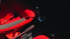 Ferrari 308 GTB LM Evocation, la leva del cambio e il freno a mano