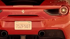 Ferrari 488 GTB vs Lamborghini Huracan vs McLaren 675LT vs Corvette Z06: l'arrivo della Ferrari