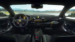 Ferrari 812 Competizione, gli interni