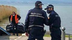 Ferrari 812 GTS nel Lago di Garda: la Polizia Locale di Sirmione durante i rilevamenti