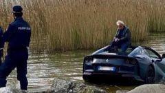 Ferrari 812 GTS nel Lago di Garda: pronta per il rimorchio