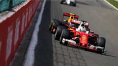 Ferrari e Red Bull in battaglia prima dell' Eau Rouge