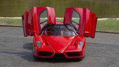 Ferrari Enzo: l'apertura delle portiere a farfalla