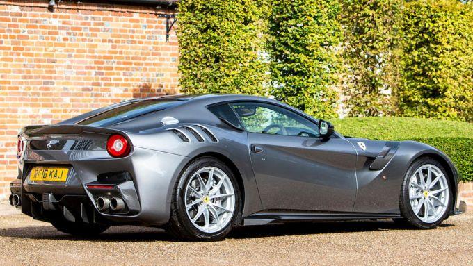 Ferrari F12 TdF: vista di 3/4 posteriore