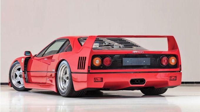 Ferrari F40: il 3/4 posteriore