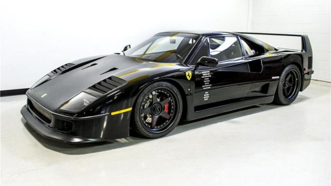 Ferrari F40: il restomod di Gas Monkey Garage per la trasmissione Fast'n'loud, vista 3/4 anteriore