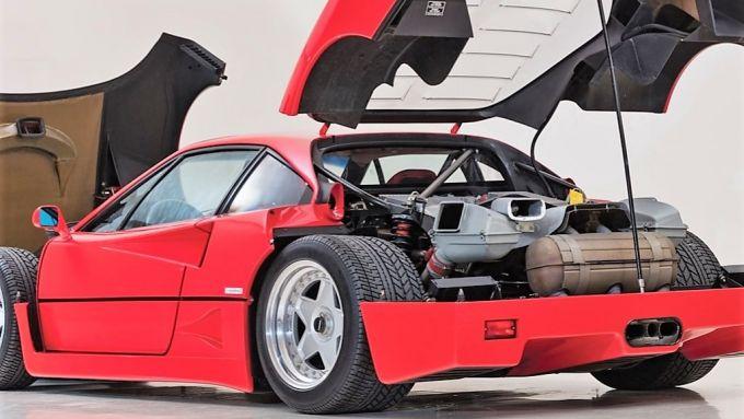 Ferrari F40: il V8 in bella vista