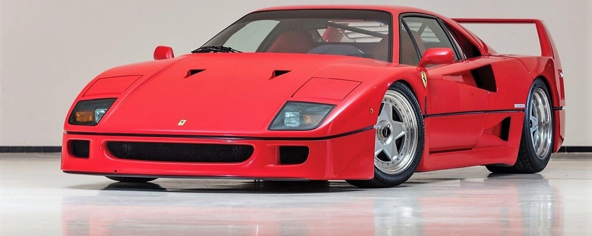 Ferrari F40: vista 3/4 anteriore