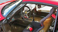 Ferrari F50 GT: l'abitacolo spartano con sedili a guscio MOMO