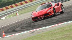 """Al volante della Ferrari F8 Tributo: dalla """"Pista"""" alla strada - Immagine: 15"""