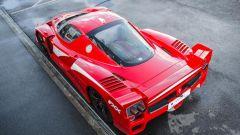 Ferrari FXX convertita stradale: vista posteriore dall'alto