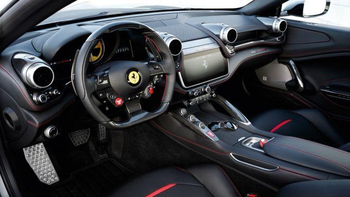 Ferrari GTC4 Lusso e GTC4 Lusso T: l'abitacolo lussuoso e sportivo della 4 posti di Maranello