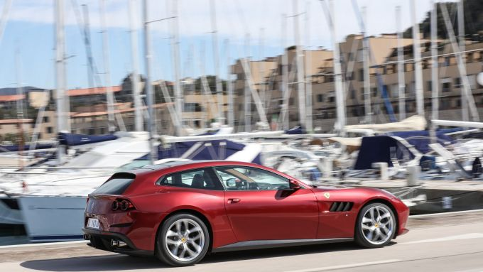 Ferrari GTC4 Lusso e GTC4 Lusso T: stop alla produzione, arriva il SUV Purosangue?