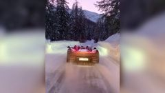 Il video del drift sulla neve della Ferrari Monza SP2