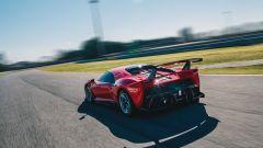 Ferrari P80/C posteriore foto dinamica