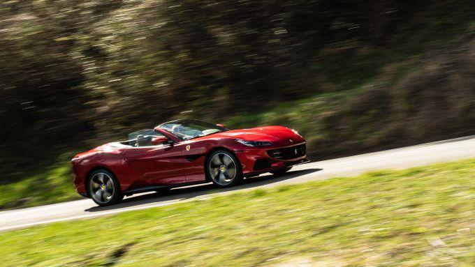 Ferrari Portofino M, a capote abbassata la guida dà tutt'altra emozione