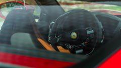 Ferrari Portofino M, gli interni visti attraverso il lunotto