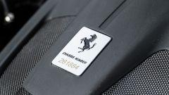 Ferrari Portofino M, la targhetta con il numero di telaio