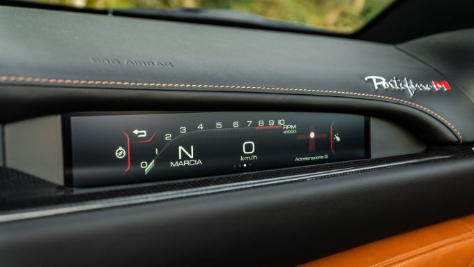 Ferrari Portofino M, lo schermo touch da 7 pollici dedicato al passeggero