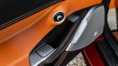 Ferrari Portofino M, pannello porta lato guida