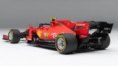 Ferrari SF90 di Charles Leclerc: visuale di 3/4 posteriore