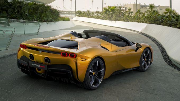 Ferrari SF90 Spider: la supercar aperta più potente al mondo