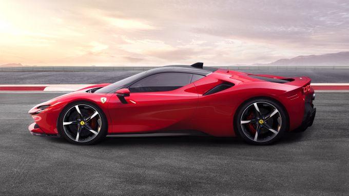 Ferrari SF90 Stradale, 1.000 cv in salsa hybrid