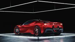 Ferrari SF90 Stradale con cerchi e centralina Wheelsandmore, vista 3/4 posteriore