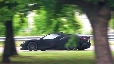 Ferrari SF90 Stradale: è il Vantablack, quel nero opaco che ne nasconde le forme?