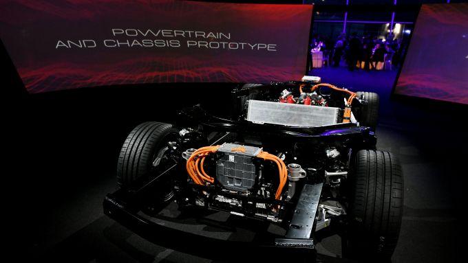 Ferrari SF90 Stradale e la sua piattaforma ibrida plug-in