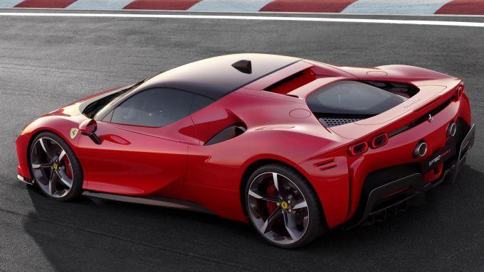 Ferrari SF90 Stradale, prima ibrida plug-in di Maranello