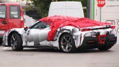 Ferrari SF90 Stradale Spider, prime foto spia