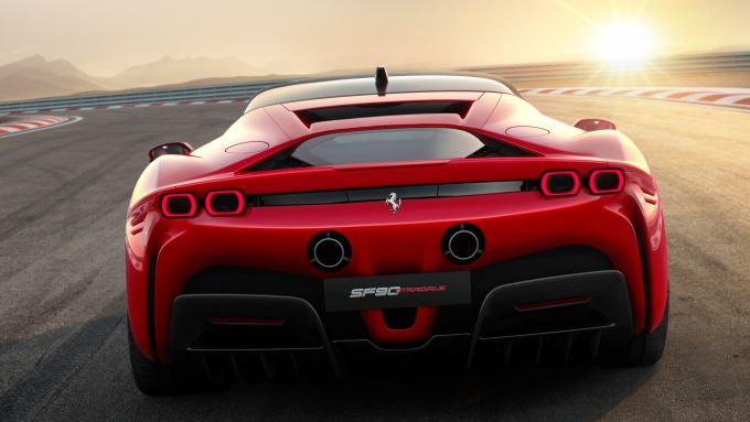 Ferrari ibrida: svelata la prima anticipazione ufficiale, presentazione il 29 maggio [TEASER]